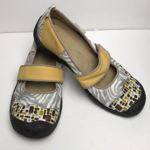 Keen Mary Jane Shoes Multi Color EUC Size 8
